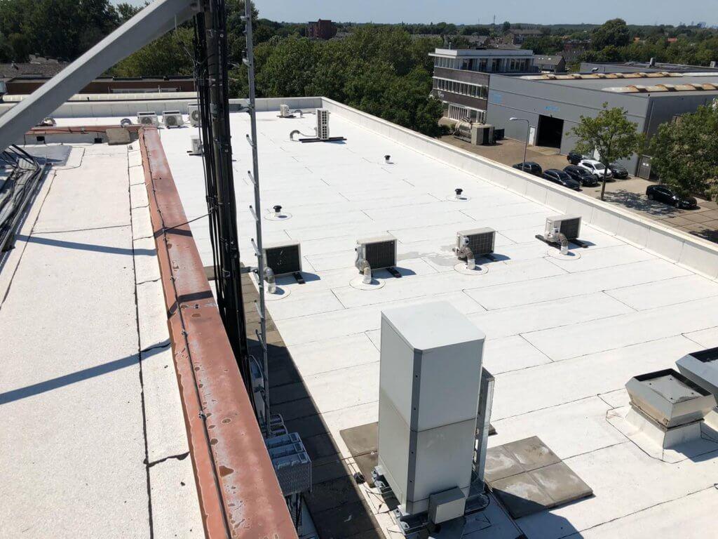 Witte dakbedekking Total Roof Care
